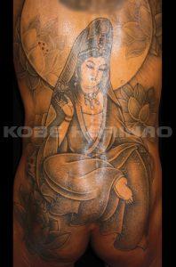 観世音菩薩と蓮の刺青、和彫り(Japanese Tattoo)画像
