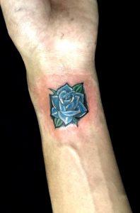 青い薔薇のTattoo(タトゥー)、洋彫りの画像