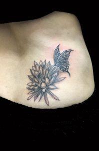 蝶と月下美人 (ブラック&グレー)のTattoo(タトゥー)、洋彫り画像