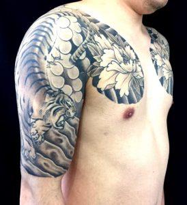 阿呍の虎と牡丹の刺青、和彫り(Japanese Tattoo)画像