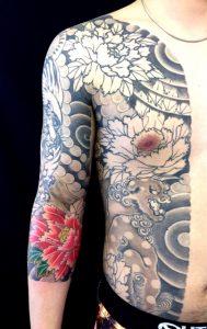 唐獅子牡丹と虎の刺青、和彫り(Japanese Tattoo)画像