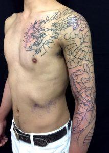 龍と桜花弁の刺青、和彫り(Japanese Tattoo)画像