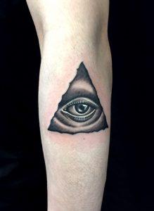 プロビデンスの目のTattoo(タトゥー)、洋彫り画像