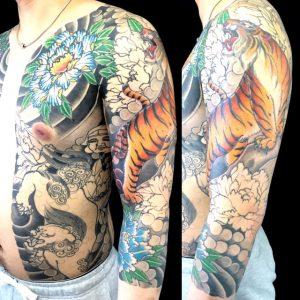 虎・唐獅子・牡丹・大黒天の刺青、和彫り(Japanese Tattoo)画像