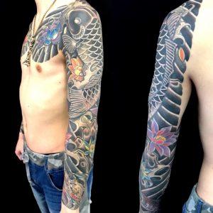 登り鯉と蓮の刺青、和彫り(Japanese Tattoo)画像
