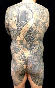 登り鯉・出目金・紅葉散しの刺青、和彫り(Japanese Tattoo)画像