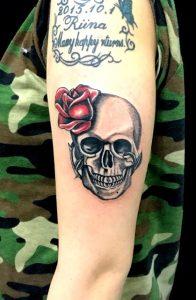スカル&薔薇のTattoo(タトゥー)、洋彫りの画像