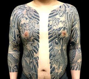 鯉群と紅葉散らしの刺青、和彫り(Japanese Tattoo)画像