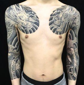 阿吽の向かい龍と波の刺青、和彫り(Japanese Tattoo)画像