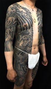 阿吽の龍 (胸割り七分袖)の刺青、和彫り(Japanese Tattoo)の画像です。