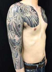 紅葉散らし・波しぶきの刺青、和彫り(Japanese Tattoo)の画像です。