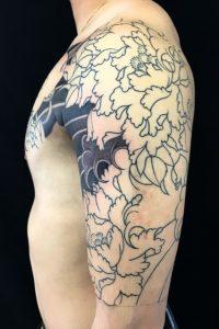 能面 妖士と牡丹の刺青、和彫り(Japanese Tattoo)の画像です。