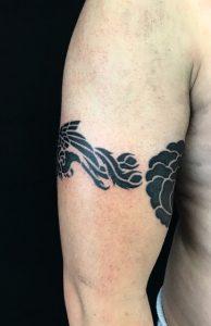 鳳凰と家紋のTattoo(タトゥー)、洋彫りの画像です。