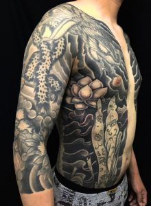胸割り七分袖・鳳凰・飛天・牡丹の刺青、和彫り(Japanese Tattoo)の画像です。
