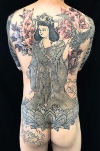 吉祥天・鷹・牡丹の刺青、和彫り(Japanese Tattoo)の画像です。