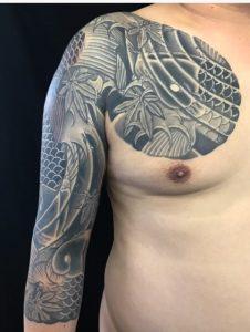 鯉群と紅葉の刺青、和彫り(Japanese Tattoo)の画像です。