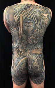 不動明王と正面龍の刺青、和彫り(Japanese Tattoo)画像です。