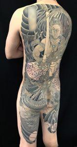 不動明王と昇龍の刺青、和彫り(Japanese Tattoo)の画像です。