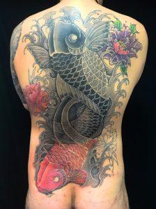 夫婦鯉と牡丹 ※カバーアップの刺青、和彫り(Japanese Tattoo)の画像です。