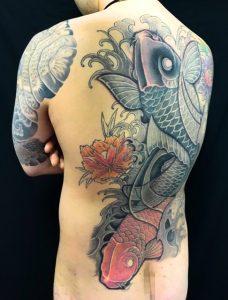夫婦鯉 ※カバーアップの刺青、和彫り(Japanese Tattoo)の画像です。