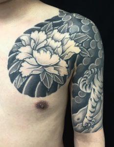 虎と牡丹の刺青、和彫り(Japanese Tattoo)の画像です。
