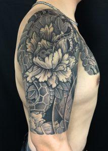 蛇と牡丹の刺青、和彫り(Japanese Tattoo)の画像です。