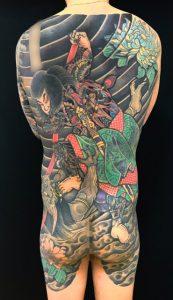 九紋龍史進の鬼退治と菊の刺青、和彫り(Japanese Tattoo)の画像です。