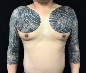 鯉群と紅葉散らしの刺青、和彫り(Japanese Tattoo)の画像です。