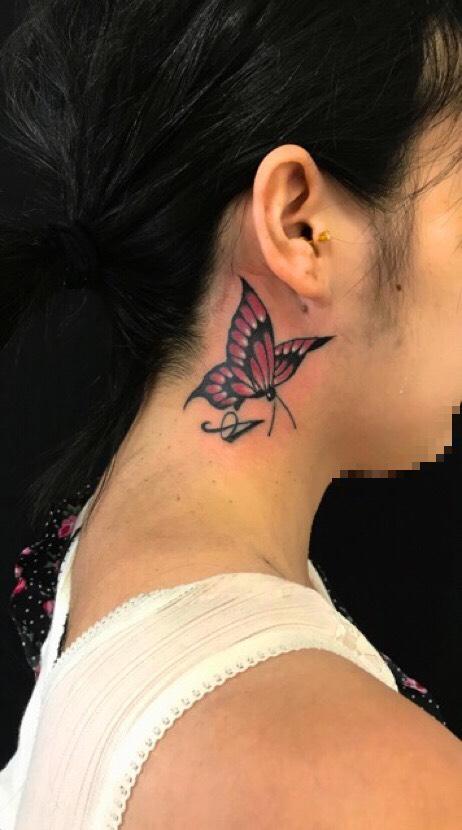 蝶・イニシャルのTattoo(タトゥー)、洋彫りの画像です。