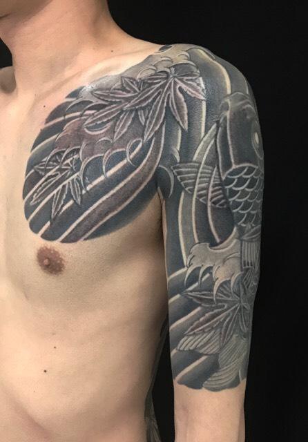 登り鯉と紅葉 ※カバーアップの刺青、和彫り(Japanese Tattoo)の画像です。