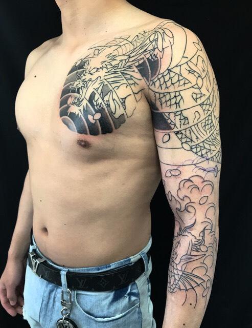 龍・登龍門・桜花弁の刺青、和彫り(Japanese Tattoo)の画像です。