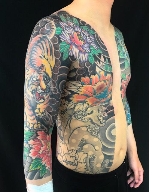 虎・唐獅子・牡丹の刺青、和彫り(Japanese Tattoo)の画像です。