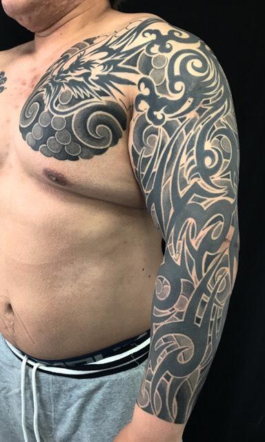 龍トライバル・額彫りの刺青、和彫り(Japanese Tattoo)の画像です。