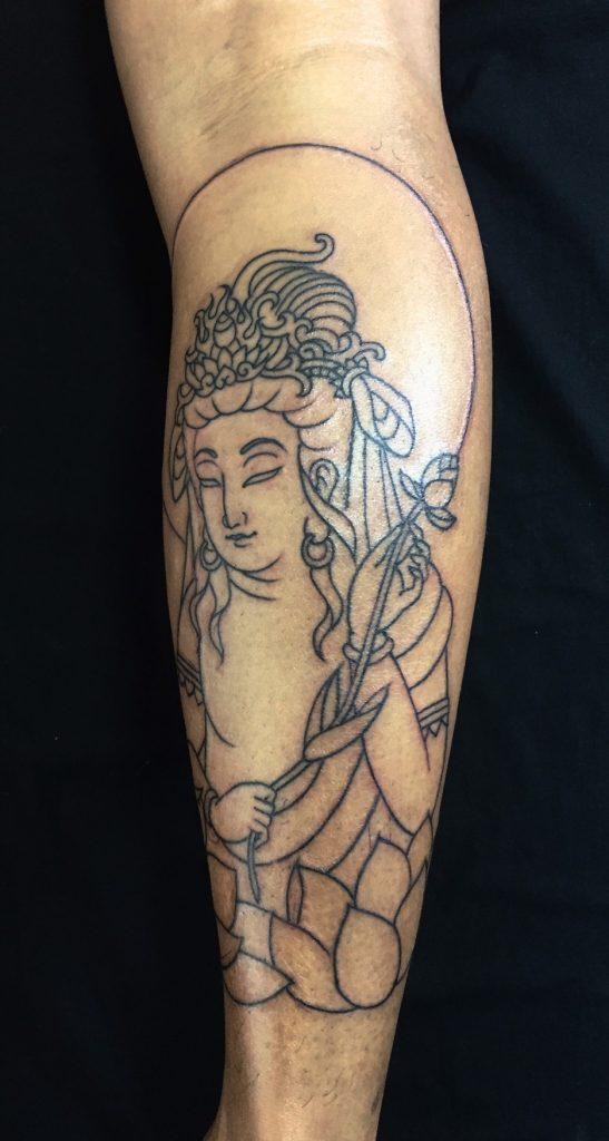 聖観世音菩薩・蓮の刺青、和彫り(Japanese Tattoo)の画像です。