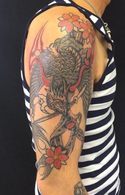 鳳凰・桜・日本刀の刺青、和彫り(Japanese Tattoo)の画像です。