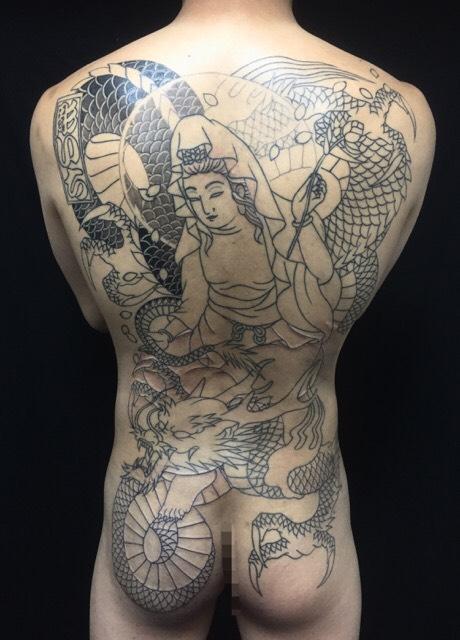 騎龍観世音菩薩・龍・桜の刺青、和彫り(Japanese Tattoo)の画像です。
