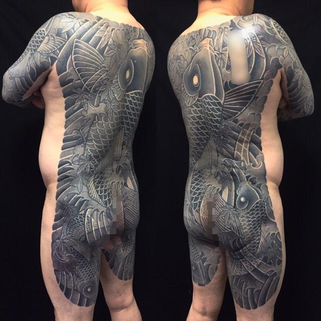 登り鯉・鯉群・紅葉散らしの刺青、和彫り(Japanese Tattoo)の画像です。