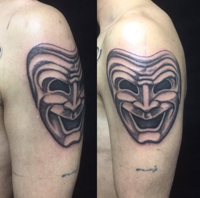 喜劇マスクのTattoo(タトゥー)、洋彫り画像です。