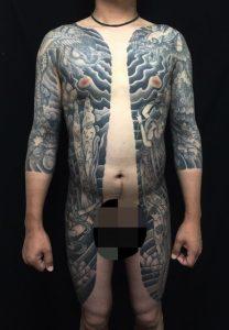 胸割り七分袖・龍・鳳凰・牡丹・飛天・蓮の花の刺青、和彫り(Japanese Tattoo)の画像です。