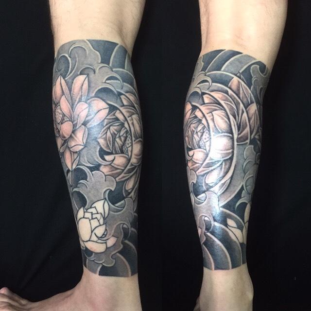 蓮の花と波の刺青、和彫り(Japanese Tattoo)の画像