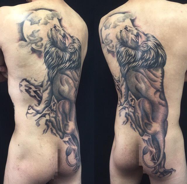 ライオンと満月のTattoo(タトゥー)、洋彫りの画像