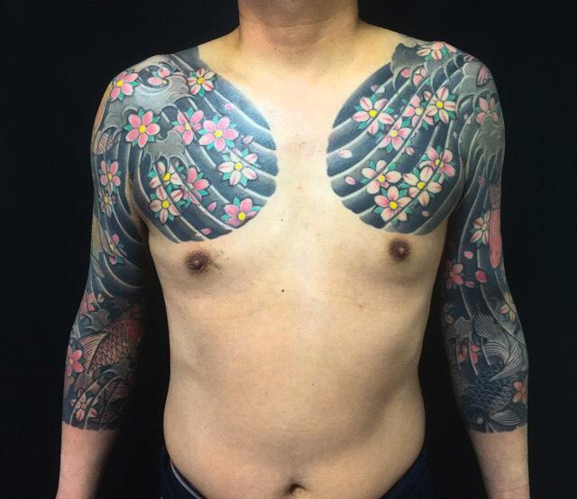 鯉・出目金・金魚・桜花の刺青、和彫り(Japanese Tattoo)の画像