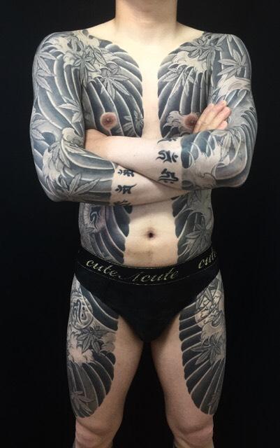 波しぶき・紅葉・梵字水晶の刺青、和彫り(Japanese Tattoo)の画像