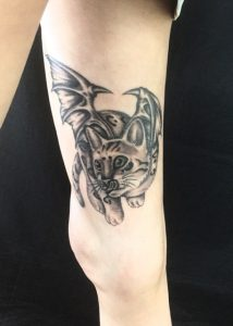 悪魔の羽が生えた猫のTattoo(タトゥー)、洋彫りの画像