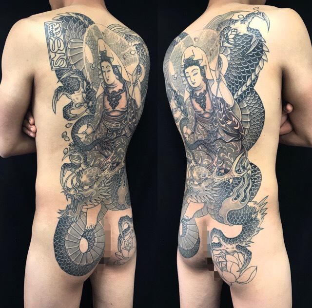 騎龍観世音菩薩・桜花弁の刺青、和彫り(Japanese Tattoo)の画像