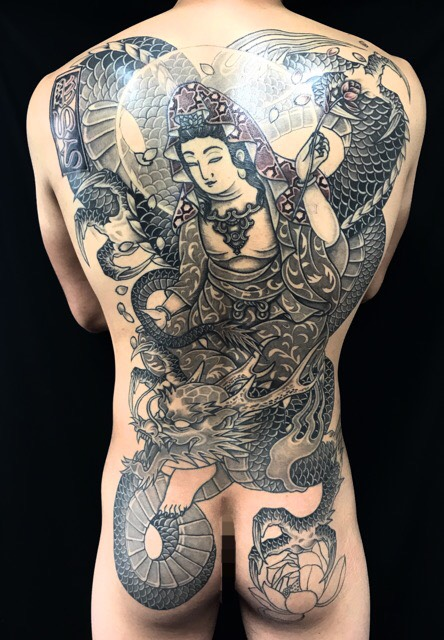 騎龍観世音菩薩・桜花弁・蓮の刺青、和彫り(Japanese Tattoo)の画像