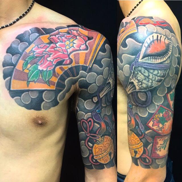 縁起物尽くし・猪鹿蝶・控え五分袖の刺青、和彫り(Japanese Tattoo)の画像