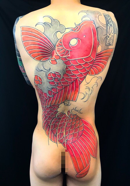 緋鯉・波の刺青、和彫り(Japanese Tattoo・タトゥー)の画像