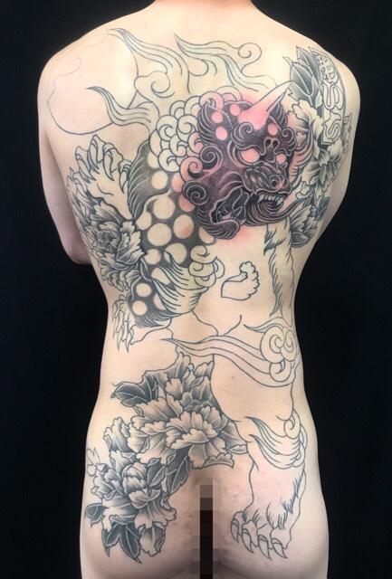 唐獅子・牡丹の刺青、和彫り(Japanese Tattoo・タトゥー)の画像