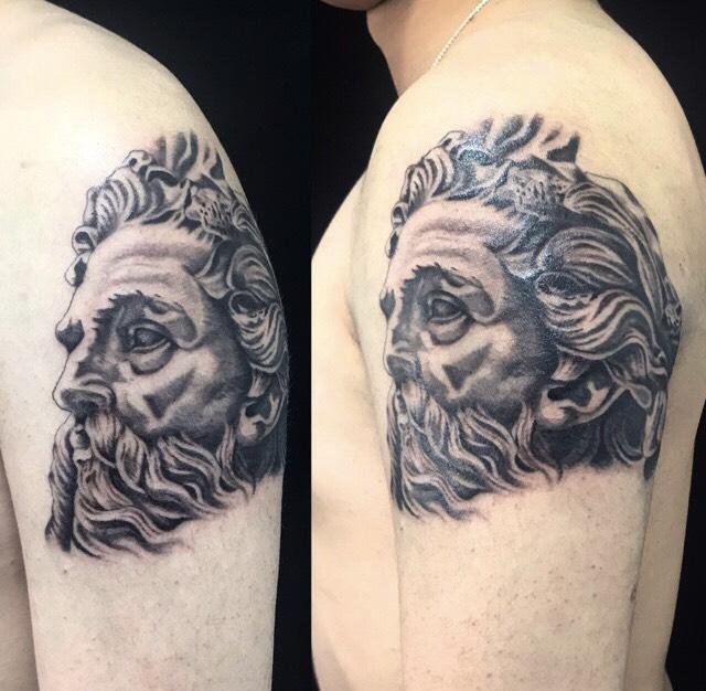 ゼウスのワンポイントTattoo(タトゥー)の画像